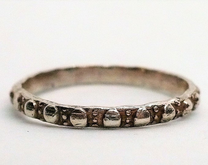sz 9 Narrow Ornate Silver Band Ring Vintage Jewelry