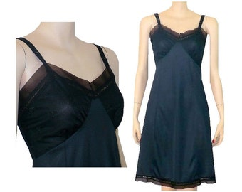 S/34 Black Beauty Embroidered Vintage 1960's Nylon Slip Small 34