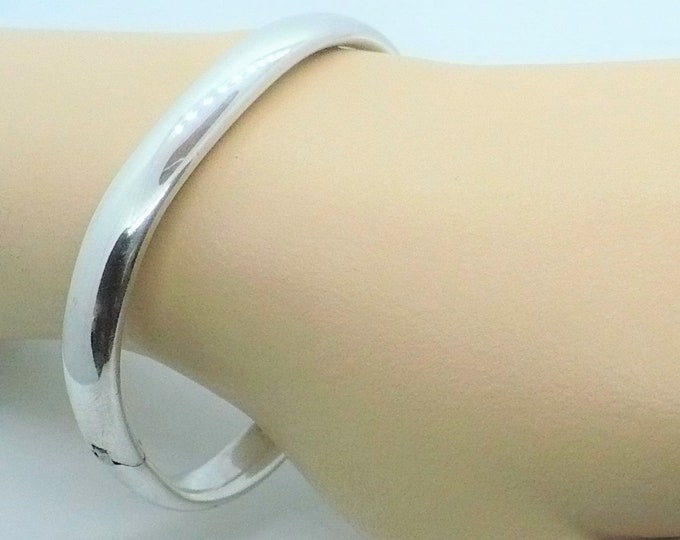 Polished Oval Hinged Silver Bangle Bracelet