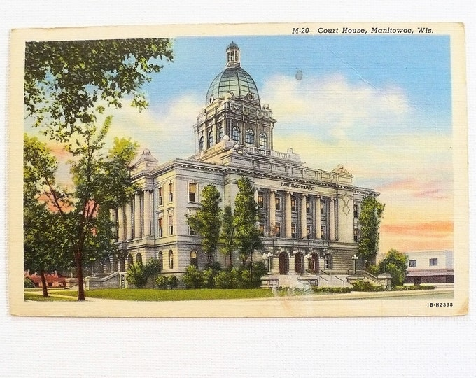 1944 Courthouse Manitowoc Wisconsin Vintage Linen Postcard Posted