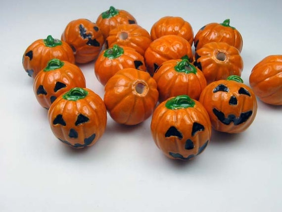 26  Green pumpkin jack o lantern beads SK4
