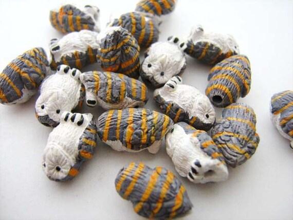 20 Tiny Barn Owl Beads - CB710
