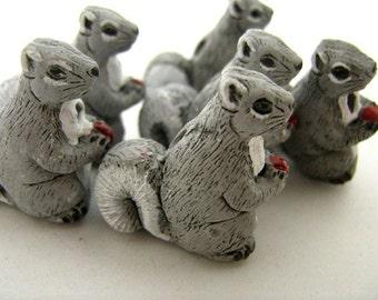 10 Large Grey Squirrel Beads - LG108