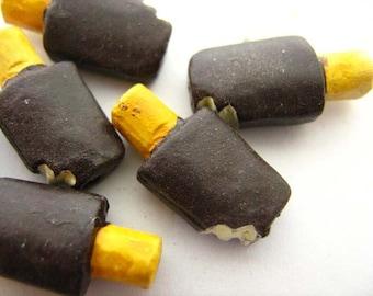 4 Tiny Popsicle Beads - CB660