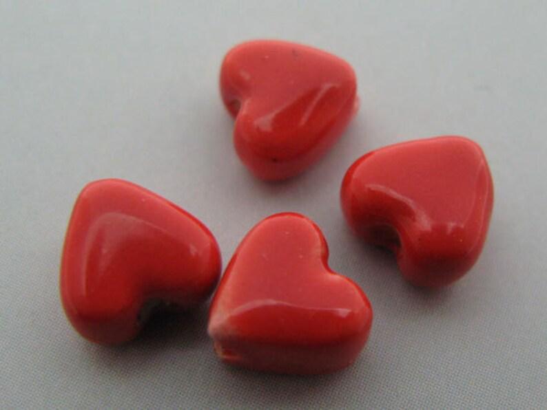 20 Ceramic Beads Tiny Heart CB528