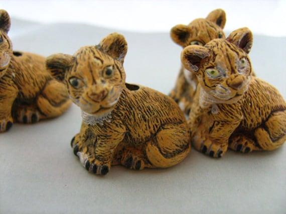 10 Large Lion Cub Beads LG361