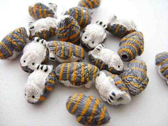 4 Tiny Barn Owl Beads - CB710