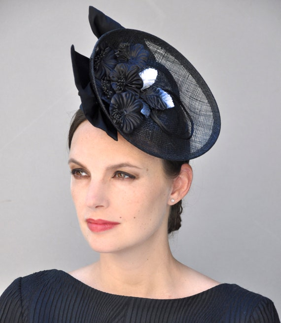Black Fascinator, Derby Fascinator Hat, wedding fascinator, wedding hat, Black and White Hat, Fascinator, Saucer Hat
