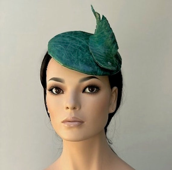 Fascinator Hat, Wedding Fascinator Hat, Wedding Hat, Ladies Green Leather hat, Women's Formal Hat, Pillbox Hat, Kate Middleton Hat, Percher
