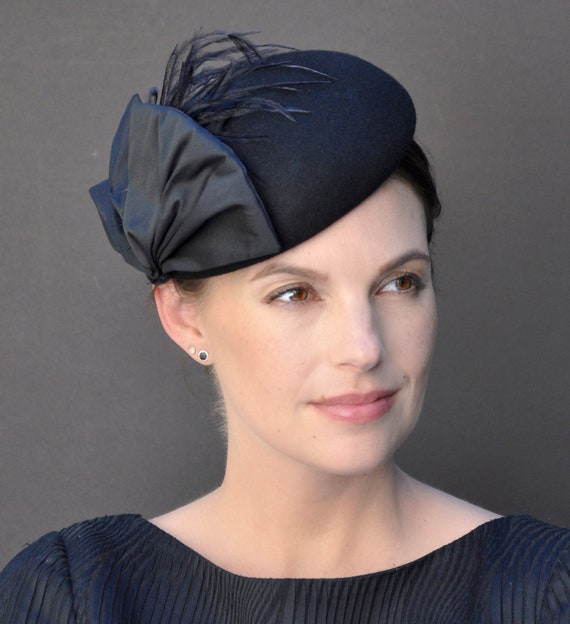 Women's Black Fascinator, Black Cocktail Hat, Black Pillbox Hat, Formal Winter Hat, Winter Fascinator, Funeral Fascinator, Funeral Hat,
