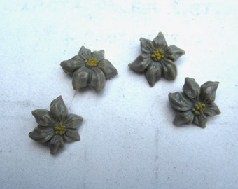 vintage buttons daisy button little flower buttons 4 in all