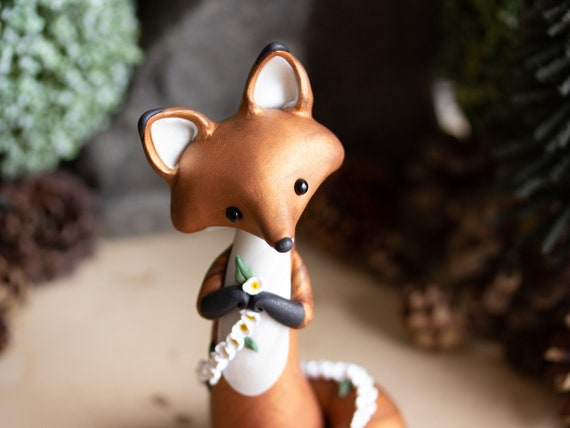 Red Fox Makes a Daisy Chain - Red Fox Figurine