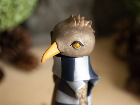 Eagle Wearing a Ravenclaw Scarf - Eagle Sculpture