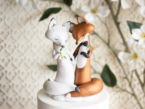 Fox Wedding Cake Topper - Red Fox and Arctic Fox - Foxes in Love