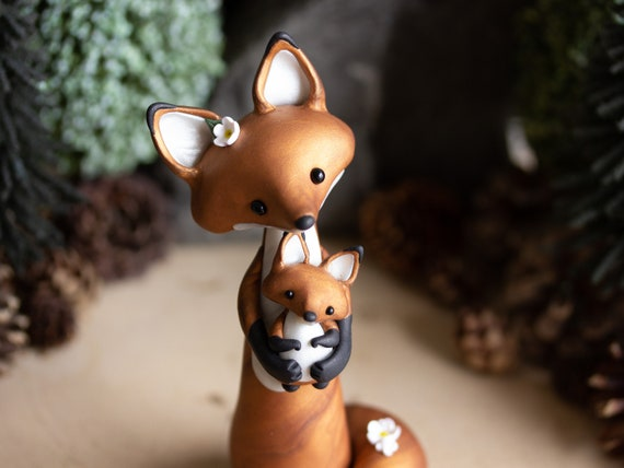 Red Fox Figurine - Red Fox Mom with Fox Kit