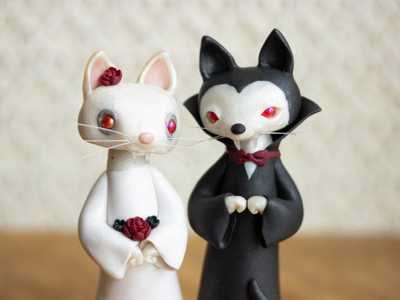 Vampire Cat Wedding - Dracula Cat and Bride of Dracula Cat - Halloween Wedding Cake Topper by Bonjour Poupette
