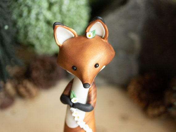Red Fox Makes a Daisy Chain - Red Fox Figurine
