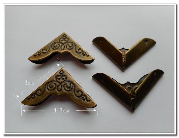 Nuevo conjunto de 4 Vintage Latón Antiguo Caja de metal de color esquinas Tirantes Tirantes C121