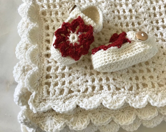 Featured listing image: White Lace Merino Wool Blanket Set