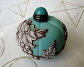 Snuff Bottle Collectible Snuff Bottle Handmade Chinese Exquisite Grape Insect Glass Snuff Box