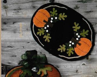 Wool Applique Pattern, The Great Pumpkin, Fall Decor, Wool Table Mat, Pumpkin Table Mat, Pumpkin Pillow, Wooden Spool Designs, PATTERN ONLY
