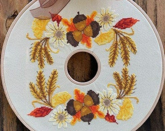 Counted Cross Stitch Pattern, Autumn Wreath, Acorns, Autumn Decor, Fall Decor, Oak Leaves, Cyndy Young, Luhu Stitches, PATTERN ONLY