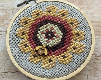 Counted Cross Stitch Pattern, Flower Fun, Merry Making Mini, Summer Decor, Garden Decor, Bumble Bee, Ornament, Heart in Hand, PATTERN ONLY