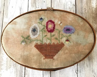 Counted Cross Stitch Pattern, Summer Flowers, Shaker Box, Summer Decor, Primitive, Lucy Beam, Love in Stitches, Rebecca Noland, PATTERN ONLY