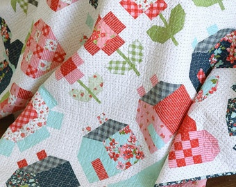 Quilt Pattern, Stroll, Lap Quilt, Twin Quilt, Machine Pieced Quilt, Fat Quarter Friendly, Thimble Blossoms, Camille Roskelley, PATTERN ONLY