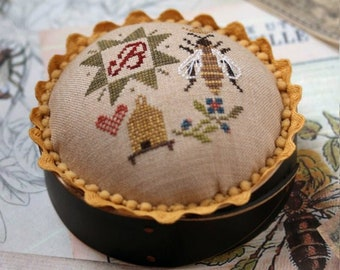Counted Cross Stitch Pattern, Queen Bee Pincushion, Queen Bee, Bee Skep, Primitive Decor, Summer Decor, Heartstring Samplery, PATTERN ONLY