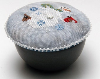 Counted Cross Stitch Pattern, Pocket Round Snowman, Snowflakes, Winter Decor, Primitive Decor, Heartware, Heart in Hand, PATTERN ONLY