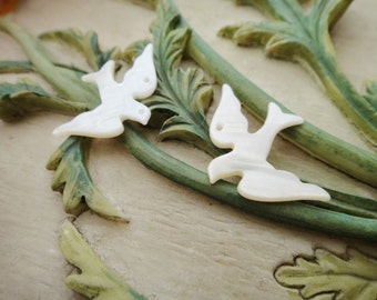 2Pcs Flying Swallow Shell Charms