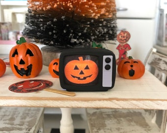 1:12 Scale Miniature Retro TV Halloween III Prop or Keychain Collectible - Season of the Witch - Silver Shamrock