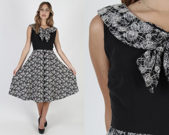 1950s Spider Web Dress With Pockets / White Embroi