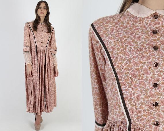 Vintage 70s Pilgrim Style Dress / Tiny Collar Coun