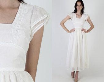 70s White Swiss Dot Bridal Dress / 1970s Floral Lace Country Dress / Plain Southern Ric Rac Trim/ Womens One Color Maxi Dress