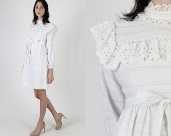 Neat Cream Seersucker Mini Dress / Vintage 70s Crochet Lace Bib / Plain High Waisted Western Dress / 1970s Simple Cut Out Eyelet