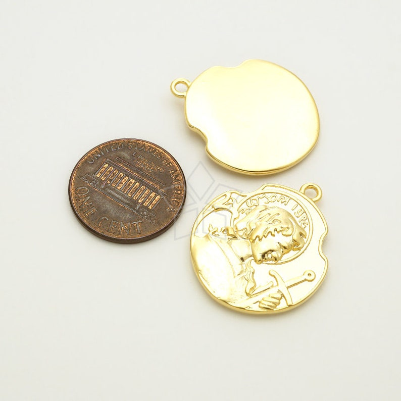 PD-3043-MG  2 Pcs Matte Gold Plated over Brass  22mm Classic Middle Ages Knighthood Medal Coin Charms Knight Coin Pendant