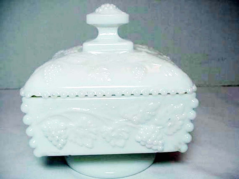 White Milk Glass Westmoreland Square Candy Dish Harvest Grape Home and Garden Kitchen and Dining Serve Ware Tableware Bowls
