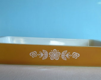 Vintage Butterfly Gold Pyrex Baking Pan - 9 by 11 Baking Dish