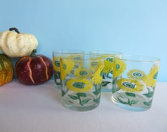Vintage Yellow and Green Daisy Glasses - Set of 4 Small Glasses - Juice Glasses