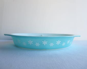 Vintage Turquoise Snowflake Oval Divided Casserole Dish with Lid