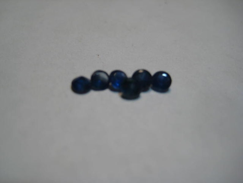 6 pieces   .. Natural Dark Blue Sapphires ...... 2.5 to 2.6  mm   ..... B4067