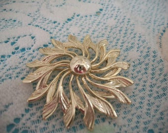 Sarah Coventry Gold Tone Flower Brooch Pin, Signed Sarah Coventry, Gold Tone, Floral Brooch, Flower Pin, Gift, Christmas, Holiday Gift