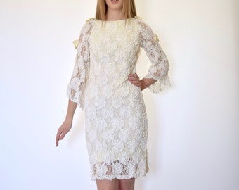 60s Off White Floral Ribbon Lace Bell Sleeve Wiggle Sheath Dress xs s