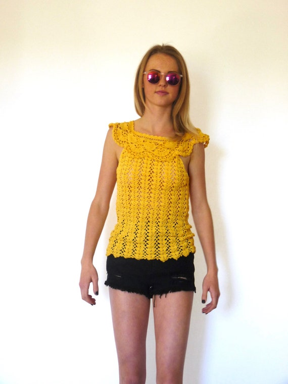70s Woodstock Yellow Open Knit Cape Collar Top xxs