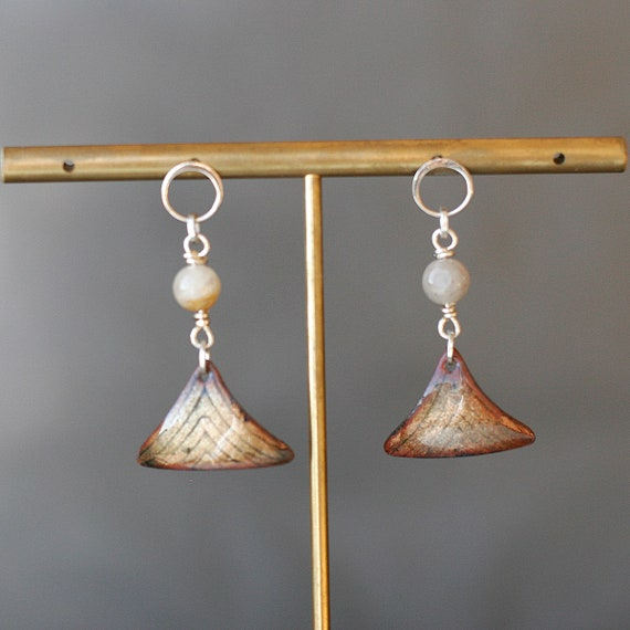 Basse Taille Enamel Triangle Dangle Earrings