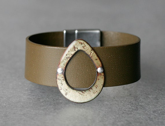 Open Teardrop Basse-Taille Enamel & Leather Bracelet