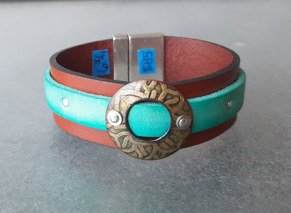 COLOR POP! Open Circle of Awesome Basse-Taille Enamel and Leather Bracelet