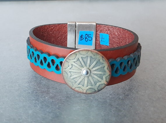 COLOR POP! Gears of Greatness Leather & Basse-Taille Enamel Bracelet
